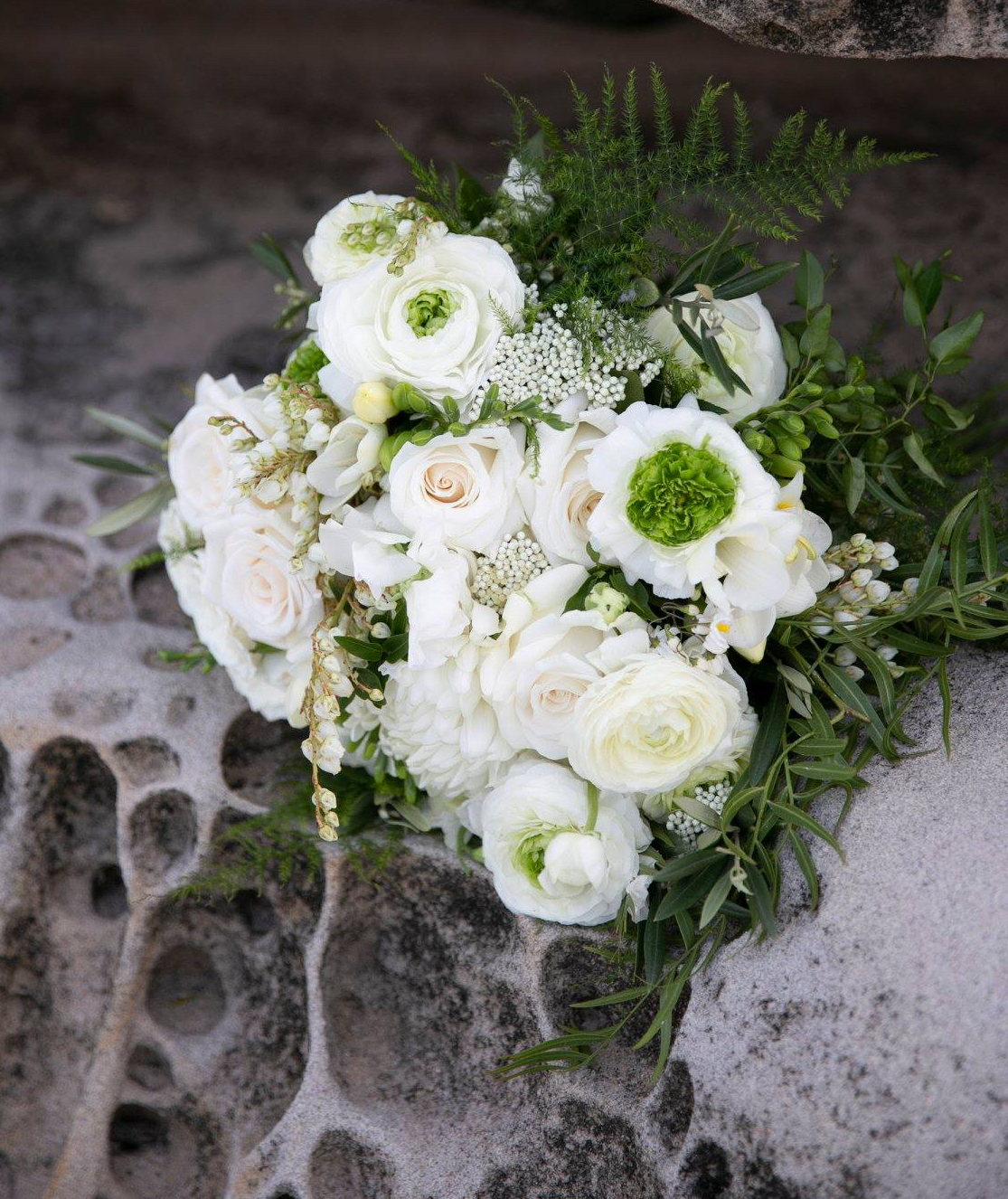 love, hope, flowers, lhflowers, wedding flowers, flowers, Sydney, Sydney florist, white roses, trailing bouquet, brides bouquet, wedding bouquet, seaside wedding, boho wedding, boho, bronte, eastern suburbs wedding,