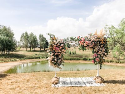 love, hope, flowers, rustic, wedding, country, wedding, destination, wedding, barn, wedding, quicksand, roses, toffee, roses, pampas, grass,, wedding, ceremony, arch,